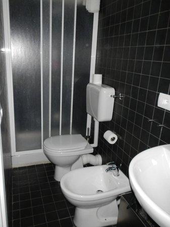 Bmode Bed & Breakfast: Bathroom