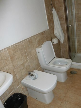 Oasis Seville: Private bathroom