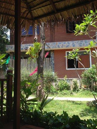 Baan Panburi Village At Yai Beach: View from my hut to the restaurant / reception area