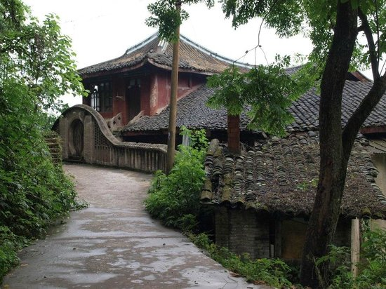 Yankou Ancient Town: I guess someone rich used to live here