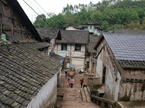 Yankou Ancient Town: Muslim temple in the back