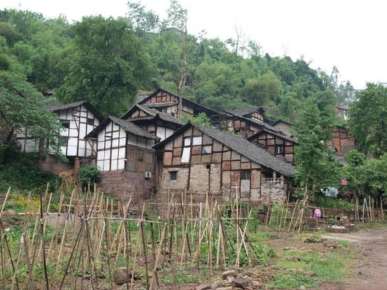 Wusheng County, Kina: houses