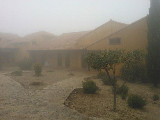 Hotel Alahuar: Villas con mucha niebla pero preciosas.