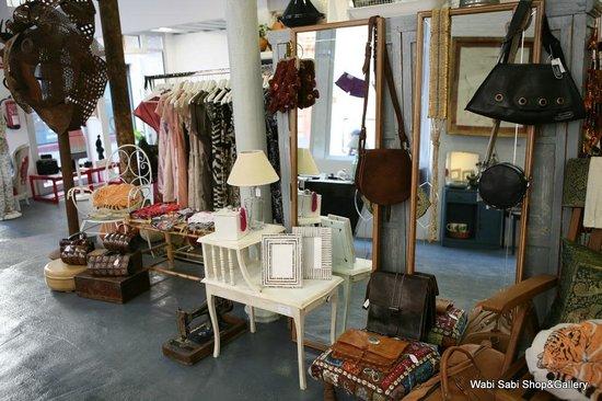 Wabi Sabi Decoracion ~ Detalle escaparate Wabi Sabi Shop&Gallery  Picture of Wabi Sabi Shop