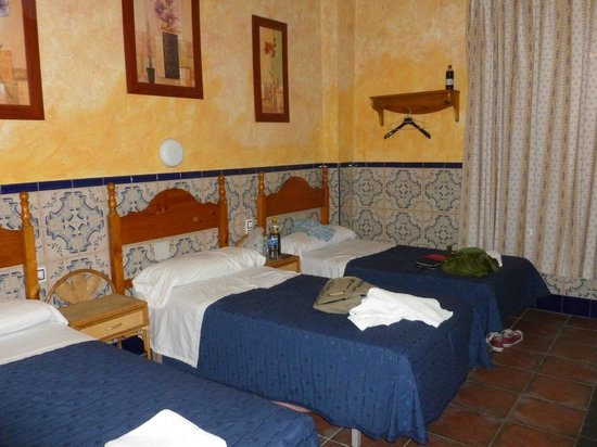 Pension Lisdos: Four bed dorm with en-suite