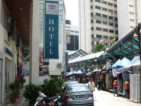 Lotus Family Hotel : Lotus Hotel und Night Market