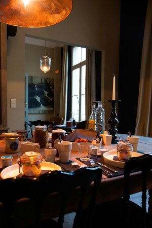 Le Vaudeville - Chambres d'Hotes : Breakfast room
