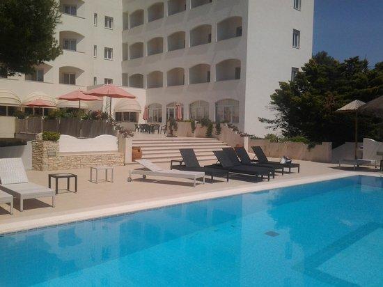 Ecoresort Le Sirene: veduta dalla piscina