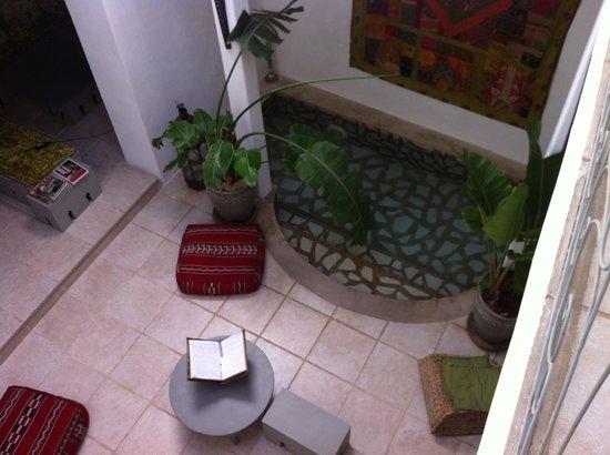 Riad Safir: Salon et piscine intérieure
