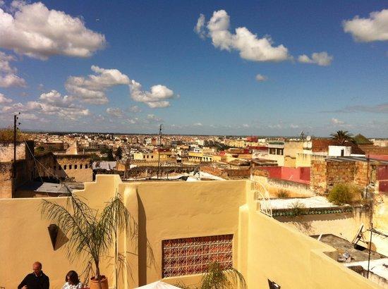 Riad Safir: Terrasse très confortable avec vue imprenable sur la médina de Meknes