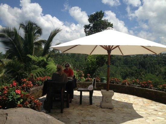 Dara Ayu Villas & Spa: Best dining table on the island