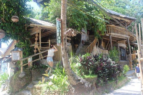 Tree House Beach Resort: tree house boracay bar & restaurant