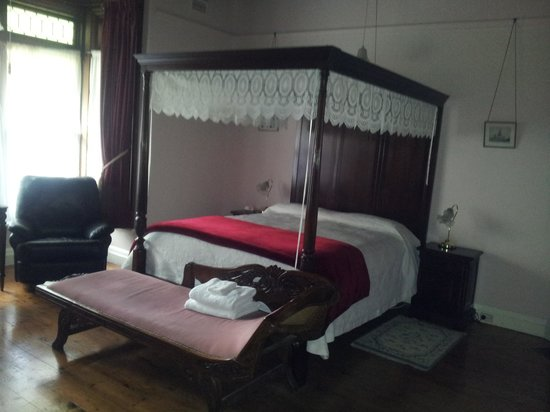 Lorelei Bed and Breakfast: 4 Poster bed