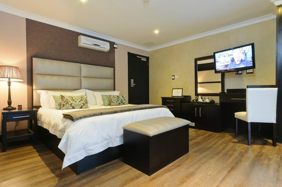 Executive Suites @ 555: THE ROOM