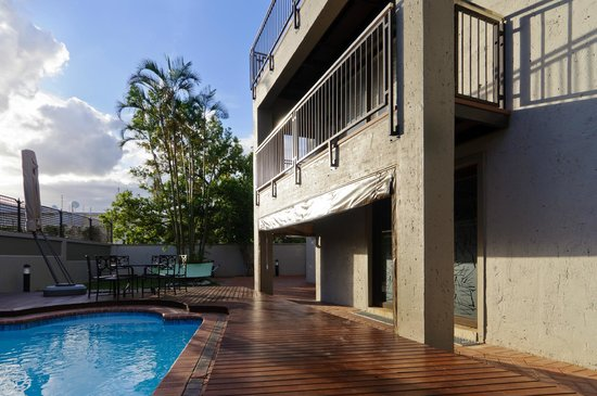 Executive Suites @ 555: THE POOL