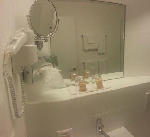 Hotel du Nord: Nouvelle salle de bain 1er étage