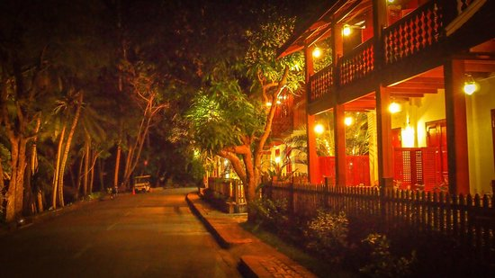 Mekong Riverview Hotel: Lovely Night View of the Hotel