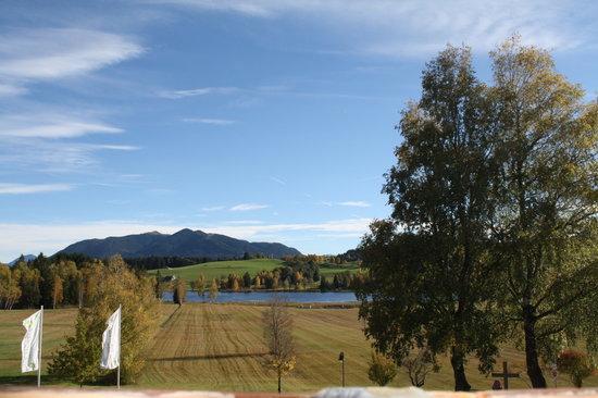 Parkhotel am Soier See: Blick über die Seewiesen im Herbst, Bad Bayersoien, Parkhotel