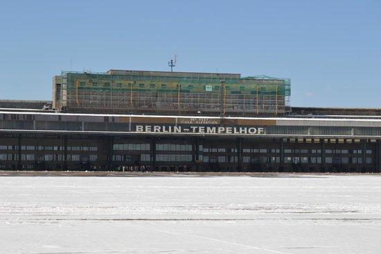 Flughafen Tempelhof: Main building