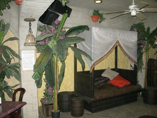 El Sano Banano Restaurant: Nicely decorated lobby