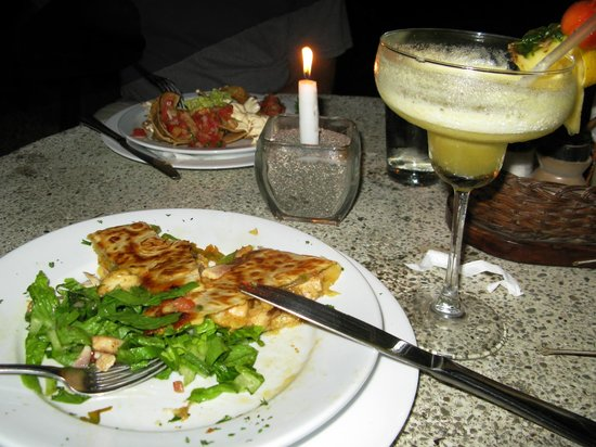 El Sano Banano Restaurant : Candlelight dinner outdoors
