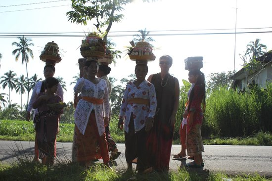 Made Parta (A Bali Driver) - Private Day Tours: Ceremony in the temple