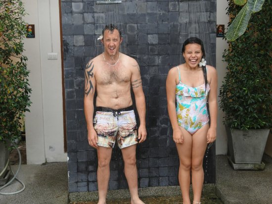 Baan Yuree Resort  and  Spa: Shower by the pool
