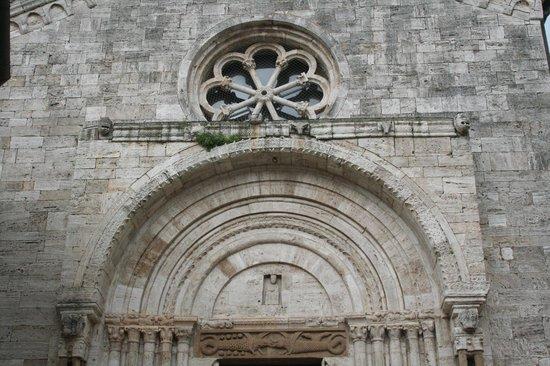 La Collegiata di San Quirico : portale