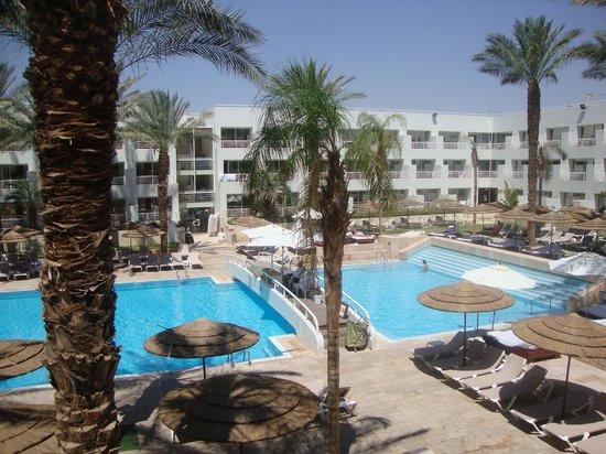 Leonardo Royal Resort Hotel Eilat: Heerlijk op je balkon uitzicht over het zwembad