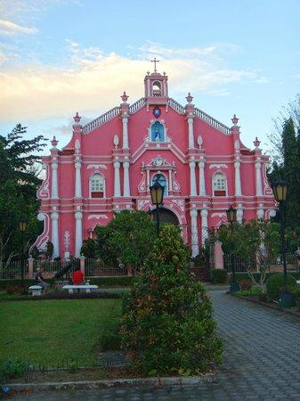 Villa Escudero Resort: The Pink Church/Museum!