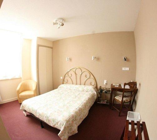 Hotel Restaurant Galland : Chambre avec douche