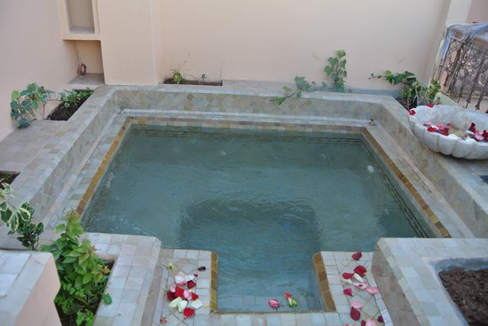 Riad Gallery 49 : Jacuzzi sur la terrasse