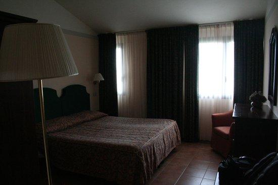 Hotel Residence San Gregorio: camera