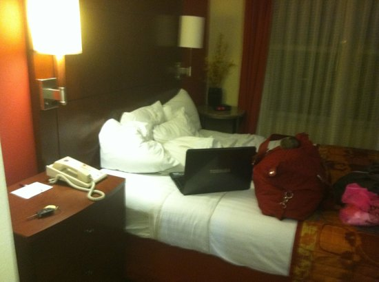 Residence Inn Pensacola Downtown: Bedroom (with the best bed ever)