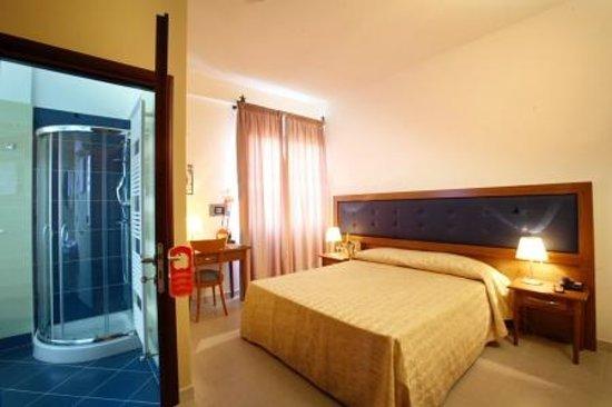 Hotel Posidonia : camera matrimoniale