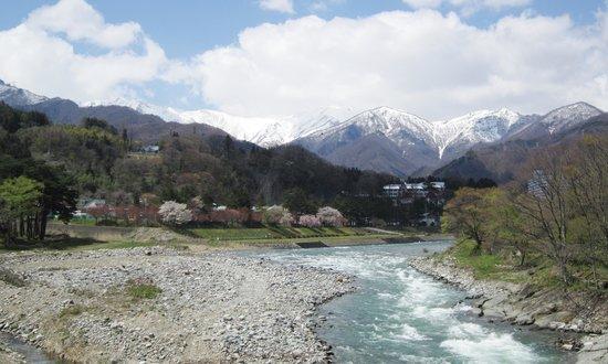 Suwakyo: 笹笛橋からの桜と谷川岳