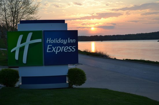 Le Claire (IA) United States  City new picture : Sunrise 5/2/2013 Le Claire, IA Foto di Holiday Inn Express Le Claire ...