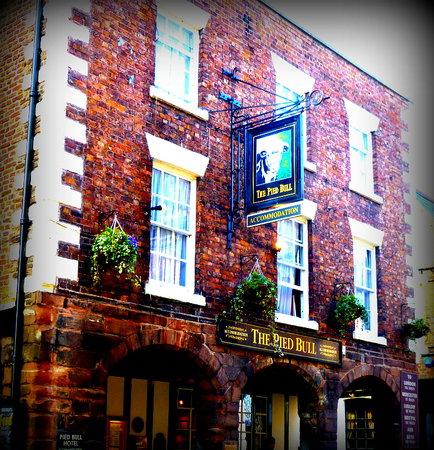 Pied Bull Inn: Exterior