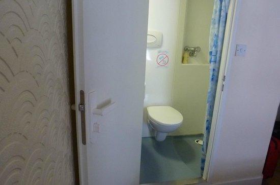 """Falcon Hotel : la """"grande"""" salle de """"bain"""""""