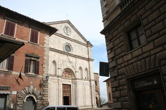 Chiesa di Sant'Agostino: nella piazza