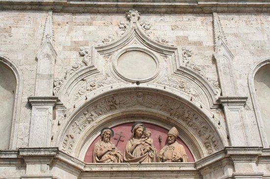 Chiesa di Sant'Agostino: portale