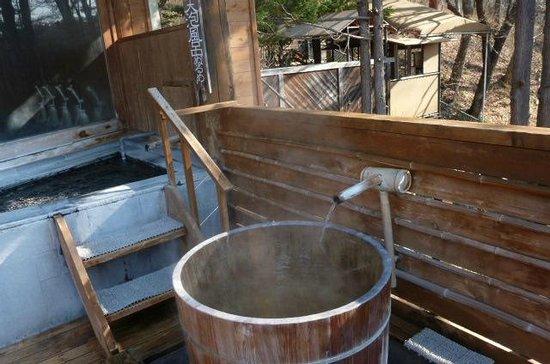Hishino Onsen Tokiwakan : 露天風呂の樽の風呂