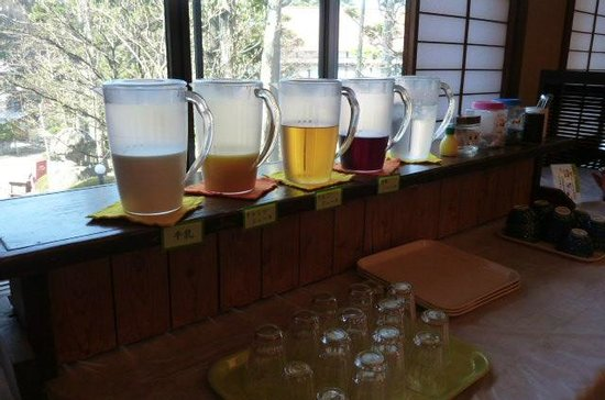 Hishino Onsen Tokiwakan: 朝食バイキングのドリンクの1部