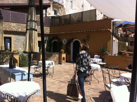 Marulivo Hotel: terrazzo hotel - qui è servita la prima colazione!