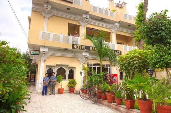 Hotel Bani Park Palace: Hotel Front Day