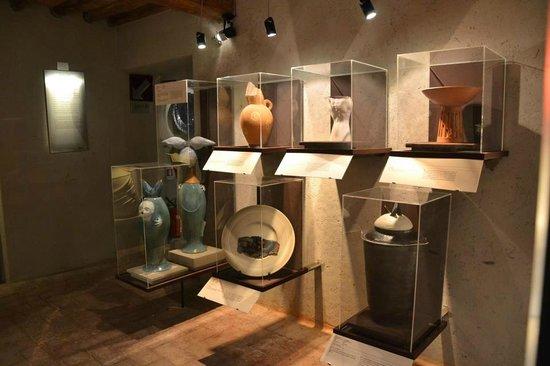 MUVIT Museo del Vino Torgiano Museum : La sezione di ceramica contemporanea
