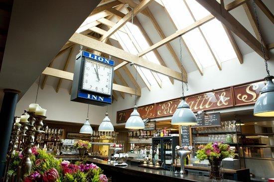 Lion Inn: Vaulted ceiling above bar
