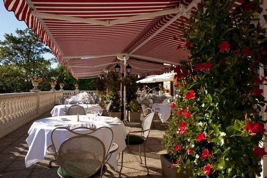 Le Château de la Tour : Terrasse restaurant