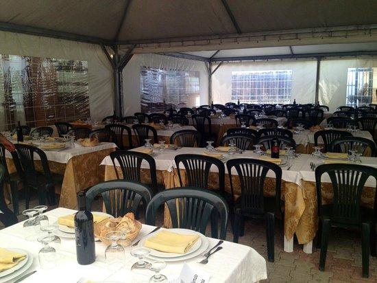 Casale Pepe: i tavoli