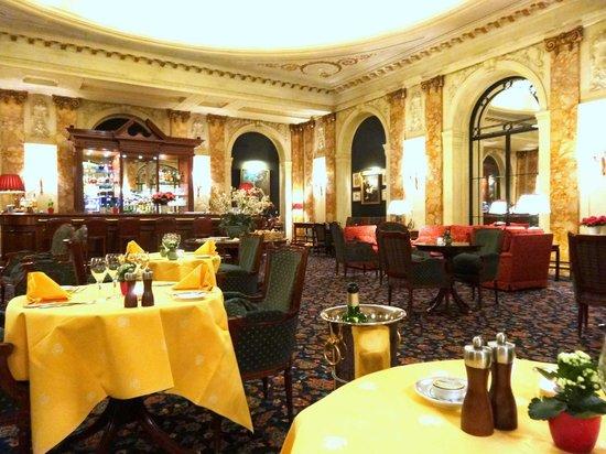 L'Esterel: magnifique salle de restaurant